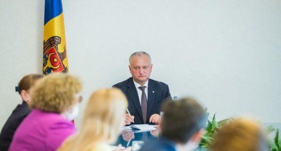 Президент Молдовы встретился с руководителями предприятий легпрома