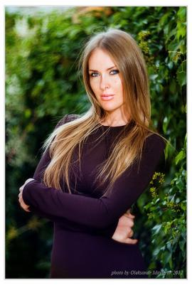 Перевоплощение певицы Терезы Франк - эксклюзивная фотосессия от модного бренда HELENBER