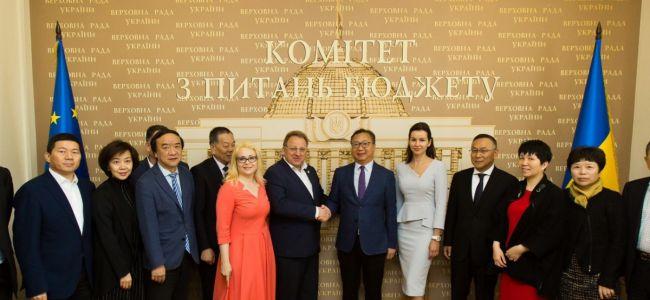 Украина и Китай договариваются о развитии лёгкой промышленности