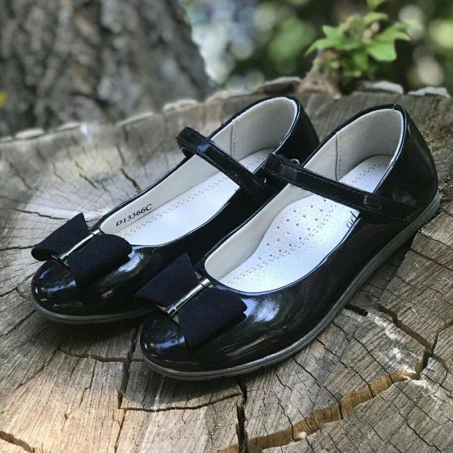 Роскачество обнаружило токсичные вещества в школьной обуви