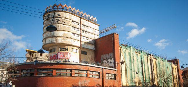Здание бывшей чулочной фабрики в Петербурге выставили на продажу