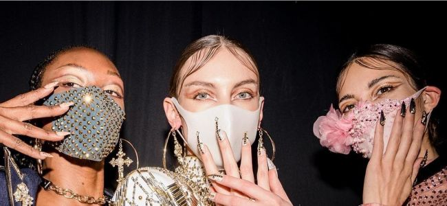 Маски и перчатки в моде