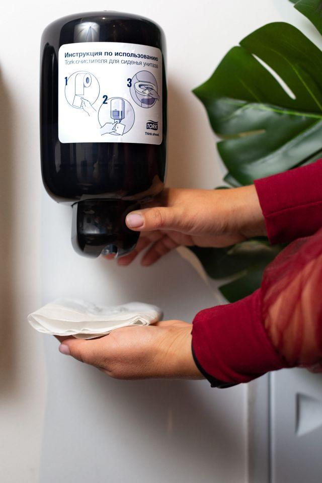 Торговая марка Tork представляет новый продукт для туалетных комнат – очиститель сиденья унитаза