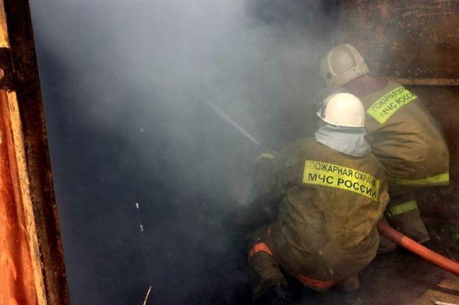 Склад с пухом и пером загорелся в Новосибирске