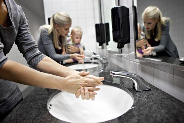 Только 2 человека из 10 моют руки, чтобы позаботиться о здоровье и безопасности окружающих